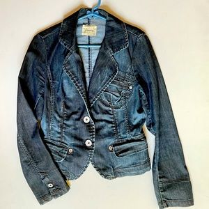 Cool denim jacket. Fitted and fun design